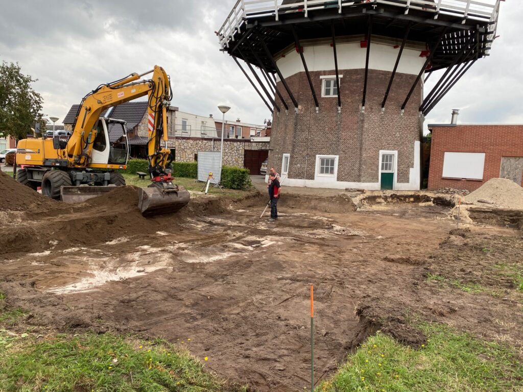 De plek waar de molenschuur gaat komen is zo goed als uitgegraven